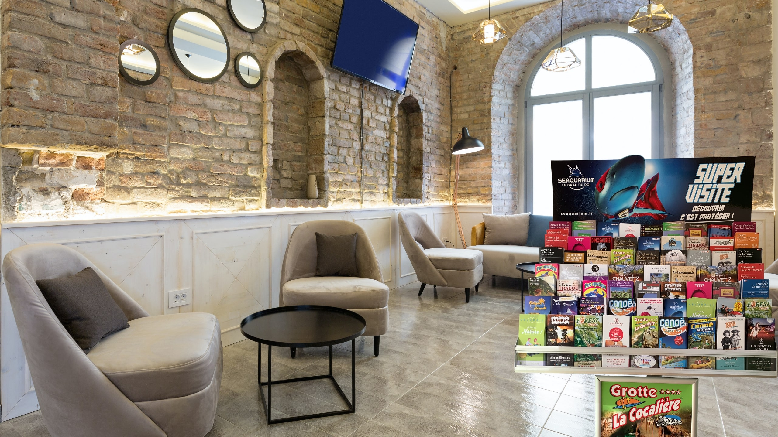 Diffuser votre visuel ou affiche sur nos présentoirs Information tourisme